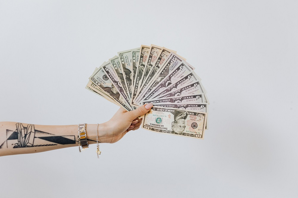 3 maneiras práticas de atrair mais dinheiro para a sua vida